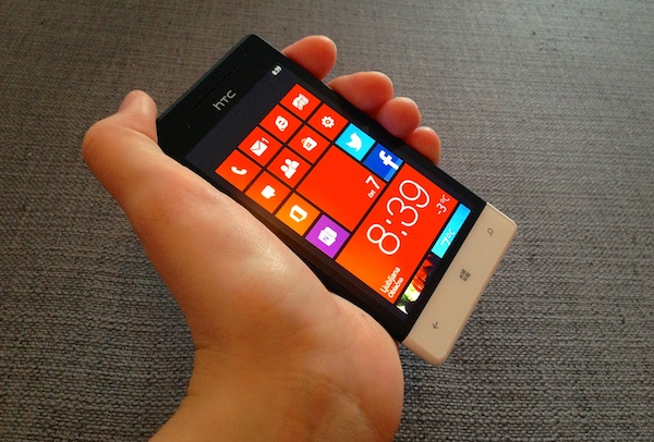 Mobitel HTC 8S z Windows Phone 8