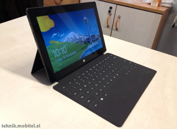 Tablica Microsoft Surface RT se s pokrivalom Touch Cover spremeni v prenosnik
