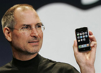 Steve Jobs predstavlja prvi iPhone